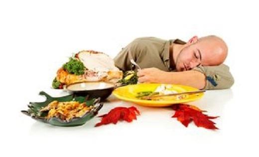 به چهار دلیل هرگز پس از خوردن غذای چرب نخوابید