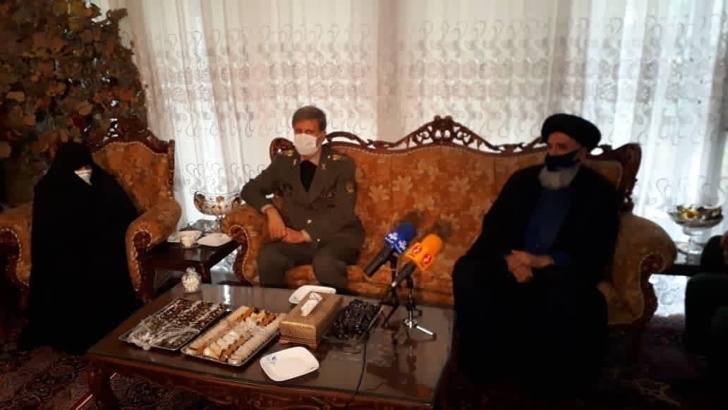 وزیر دفاع در منزل شهید فخریزاده حضور یافت