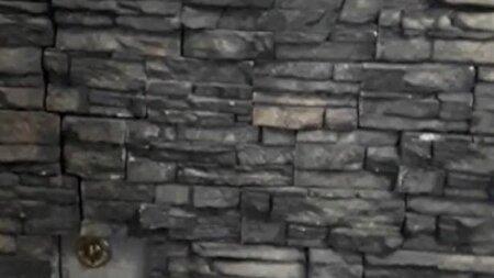 پیدا شدن درب مخفی عجیبی که پشت دیوار خانه تعبیه شده بود
