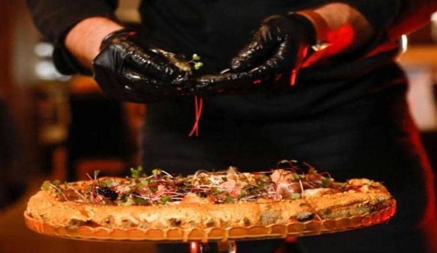 بفرمایید پیتزا با طعم طلا و زغال! + تصاویر