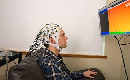 دانشمندان موفق به اتصال مغز انسان با کامپیوتر بی سیم شدند