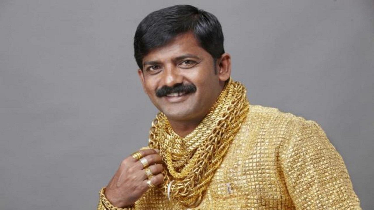 پیراهن طلای مرد هندی