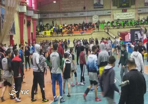شرایط عجیب برگزاری مسابقات کشتی قهرمانی کشور + فیلم و تصاویر