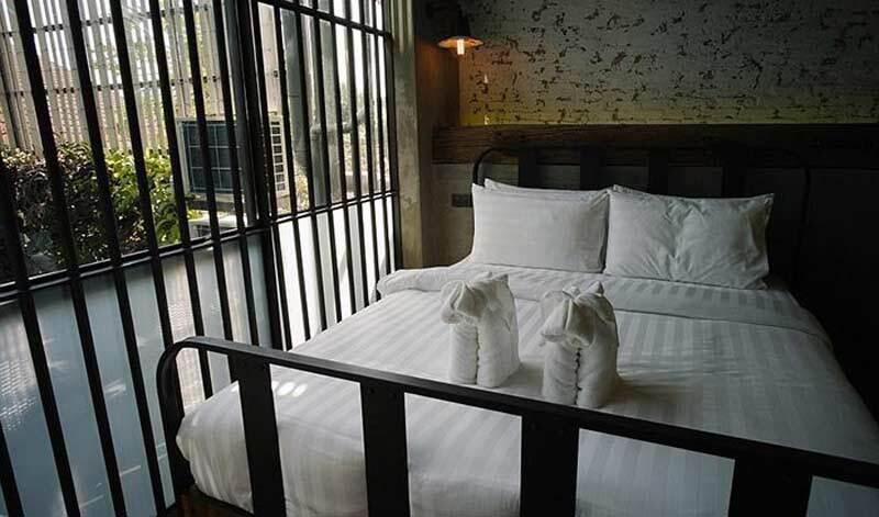 هتل زندانی
