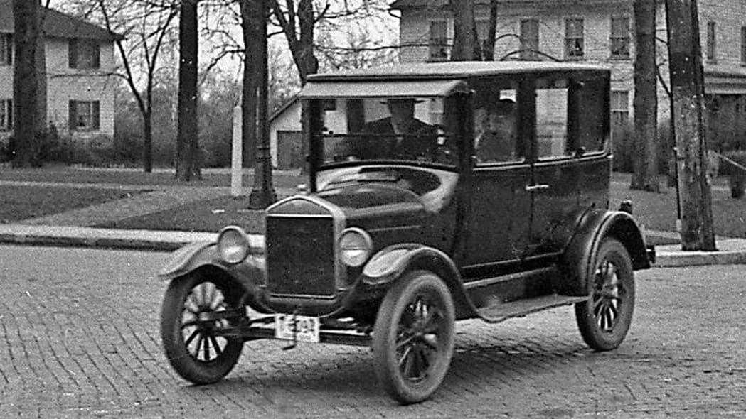 ۱۰ اتومبیل پرفروش تمام دوران + تصاویر