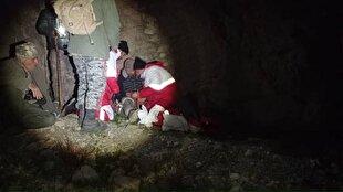 باشگاه خبرنگاران -نجات فرد گیر افتاده در ارتفاعات روستای زنجیره علیا