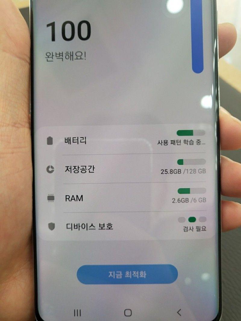 لو رفتن تصاویر Galaxy A82 5G هنگام باز کردن جعبه