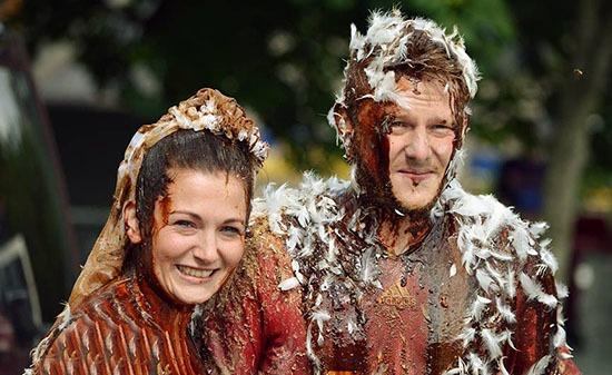 عجیبترین آداب و رسوم ازدواج در جهان + تصاویر
