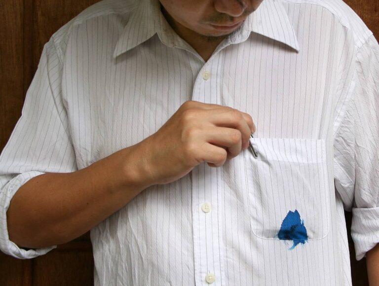 ۱۱ روش برای پاک کردن انواع لکه از روی لباس و انواع پارچه