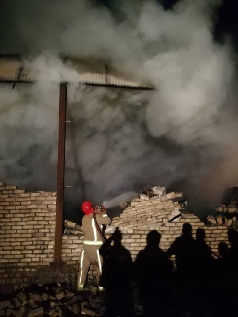 آتش سوزی گسترده یک کارگاه صنعتی در جاده خاوران
