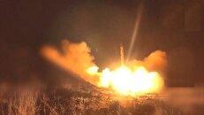 لحظه اصابت موشک بالستیک یمنی به تاسیسات نفتی اشغالگران سعودی