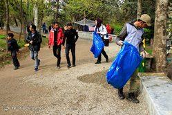 جمع آوری زباله های رها شده در طبیعت