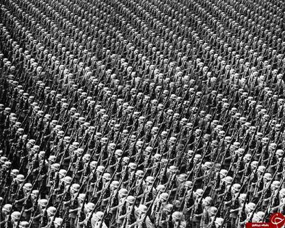 نظامیان ورماخت (ارتش آلمان نازی) در حالت خبردار؛ آلمان؛ دهه 1930