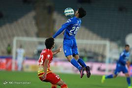 دیدار تیم های فوتبال استقلال و فولاد خوزستان