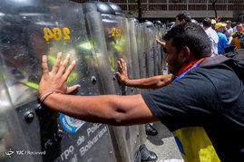 درگیری تظاهرات کنندگان ونزوئلایی با نیروهای پلیس