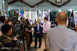 پشت صحنه ضبط برنامه رادیویی مصطفی هاشمی طبا نامزد انتخابات ریاست جمهوری