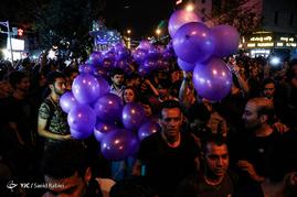 شادی مردم تهران پس از اعلام نتایج انتخابات ریاست جمهوری 96