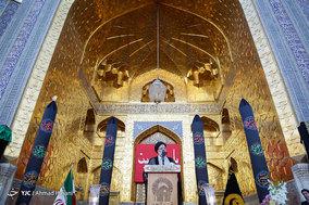 مراسم تعویض پرچم گنبد حرم رضا (ع) در آغاز ماه محرم