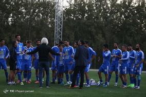 نخستین تمرین تیم فوتبال استقلال با حضور وینفرید شفر