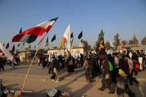پیاده روی زائران اربعین حسینی در مسیر کربلا