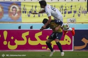 دیدار تیم های ذوب اهن و نفت تهران