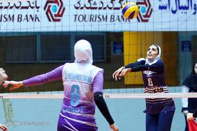 دیدار دو تیم پیکان تهران و آبنوس تهران از هفته هشتم لیگ برتر والیبال بانوان