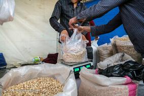 خرید شب عید در خیابان های ولیعصر