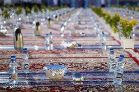 ضیافت افطار در حرم امام رضا (ع)