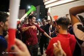 شادی مردم مشهد پس از پیروزی تیم ملی فوتبال مقابل مراکش