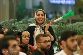 تماشای دیدار تیم های فوتبال ایران و پرتغال در جزیره کیش