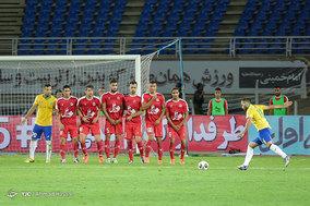 دیدار تیم های فوتبال پدیده و صنعت نفت آبادان