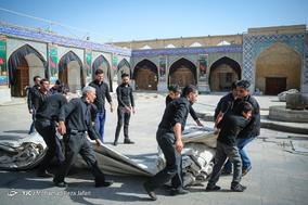 آیین برافتاشتن خیمه ی حسینی در امام زاده هارونیه اصفهان