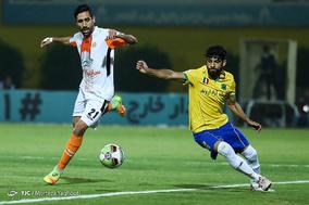 دیدار تیمهای فوتبال صنعت نفت آبادان و سایپای تهران