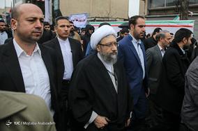 حضور آیت الله صادق آملی لاریجانی رئیس مجمع تشخیص مصحلت نظام و رئیس قوه قضائیه در جشن ۲۲ بهمن چهل سالگی