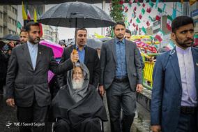 حضور آیت الله موحدی کرمانی امام جمعه موقت تهران در جشن ۲۲ بهمن چهل سالگی