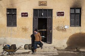 نانوایی قدیمی در شهر ماسوله، مجبور ایت برای تامین گرمای تنور از گازوییل استفاده کند. افزایش قیمت سوختهای مایع و سختی نقل و انتقال آنها کار کردن را برای این خبازی سخت کرده است.