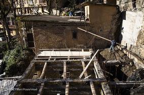 کاهش پوشش گیاهی، جلوگیری از قطع درختان جنگلی و از بین رفتن کارگاههای تولید مصالح سنتی، مرمت و بازسازی خانه های پلکانی ماسوله را برای مردم سخت کرده است.