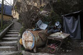 انباشت ضایعات وسایل ساکنان شهر، جلوه بصری مناسبی به ماسوله نمیدهد. اگرچه ماسوله در تمام ایام سال بازدیدکننده دارد اما به زیبایی معابر آن توجه چندانی نمیشود.