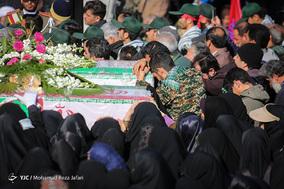 تشییع پیکر مطهر ۲۷ شهید مدافع حریم امنیت