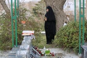 زیارت اهل قبور در آخرین پنجشنبه سال / همدان