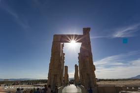 تخت جمشید  ؛ کاخ دروازه کشورها