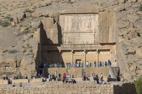 آرامگاه اردشیر سوم در ضلع شرقی تخت جمشید