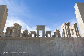کاخ تچر ؛ تچر یا تچرا به معنای خانه زمستانی است. این کاخ نیز به فرمان داریوش کبیر بنا شده و کاخ اختصاصی وی بودهاست.