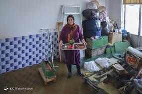 اراز سلطان صیادی، ۴۷ ساله، خانه دار. خانه اش را آب گرفته است و وسایل زندگی اش خراب شده است.