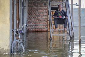 شور آبار، ۵۵ ساله، کارگر.  خانه اش زیر آب رفته و بیکار شده است.