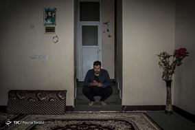 علیرضا هر روز باید ۶ صبح از خانه پدری خود واقع در مسکن مهر شهر لالی به سمت مدرسه حرکت کند تا بتواند به موقع به کلاس درس برسد. شهر لالی / ۱ اسفند ۹۷