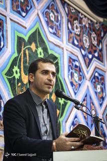 شعرخوانی سیدحمیدرضا برقعی، شاعر آیینی در مراسم رونمایی از پنجمین کتاب شعر خود با عنوان یحیی