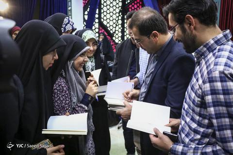 در حاشیه مراسم رونمایی از کتاب شعر یحیی، پنجمین مجموعه شعر سیدحمیدرضا برقعی