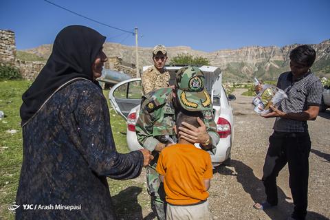گوشه ای از خدمات و فعالیت های جهادی ارتش جمهوری اسلامی ایران در مناطق سیلزده استان لرستان