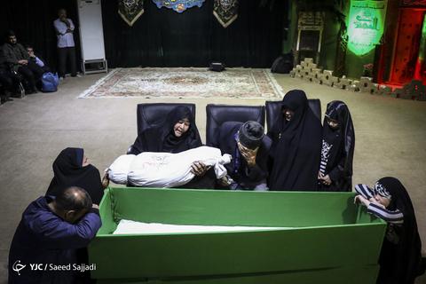 وداع با پیکر شهید مدافع حرم رضا کریمی